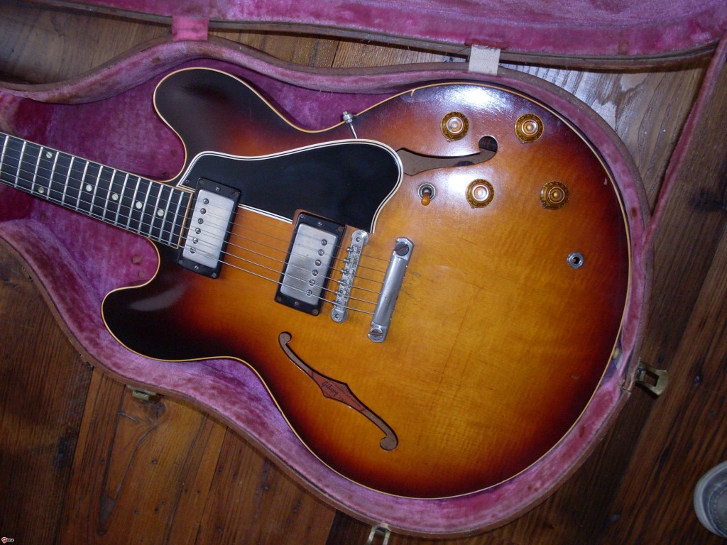 Killer flame top 59. This had the big fat 59 neck even though it was pretty late in the year. It's pretty random once you get past A3100 in the serial numbers.