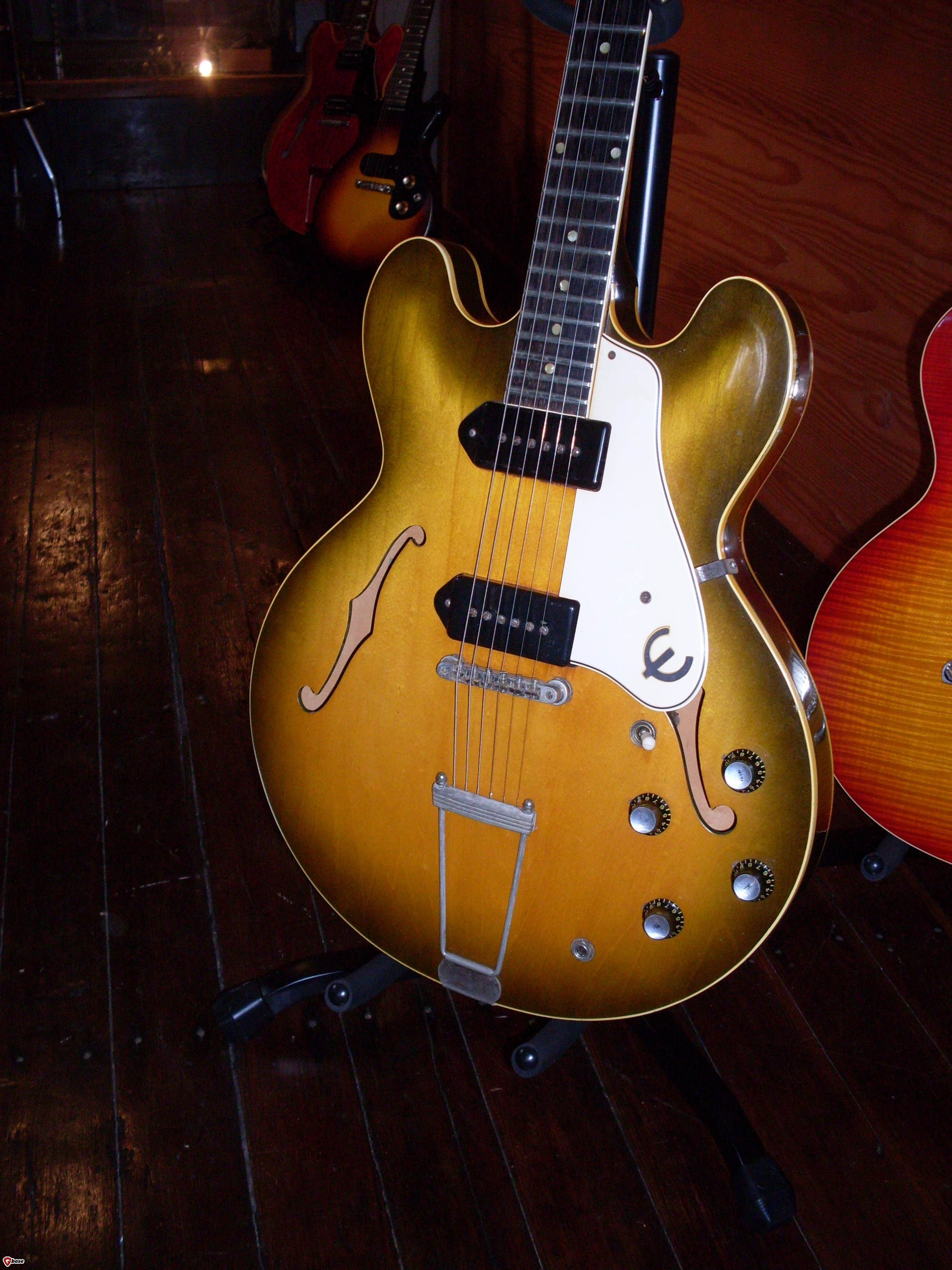 Es 330 The Gibson 335 Home Electrics Rare Finds Used Vintage Hofner 463 S E3 Archtop Here It Is Without That Pesky Hangtag In Way This Ones A Bit Faded