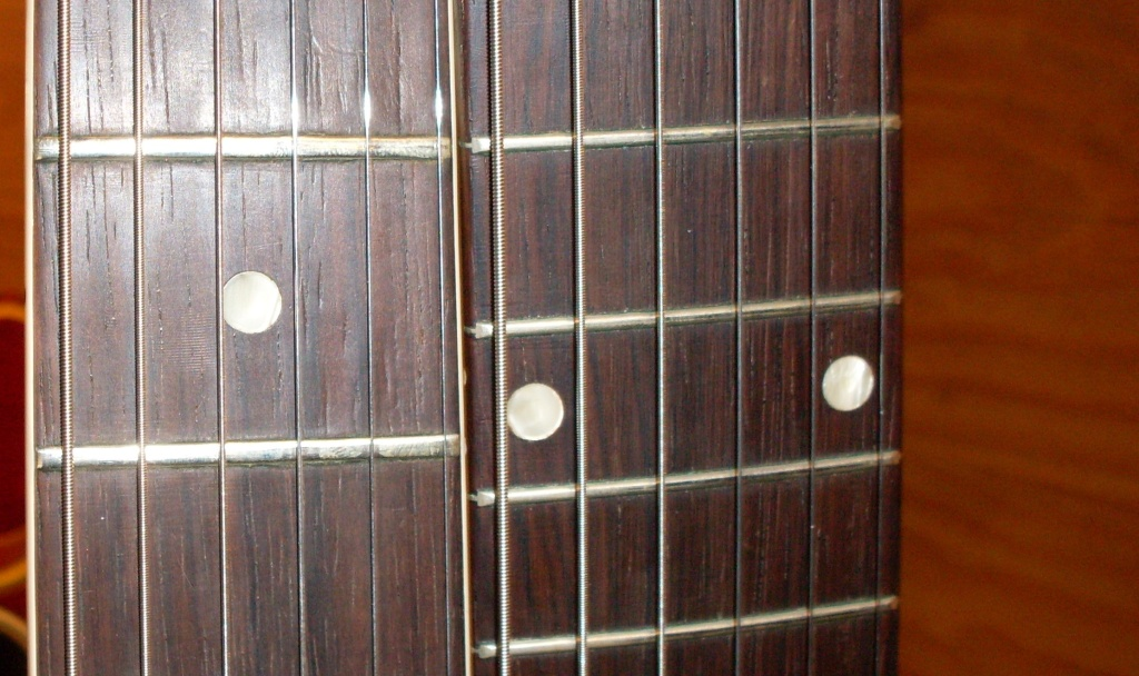 Also pretty obvious. Little 58 frets frets next to bigger 59's.
