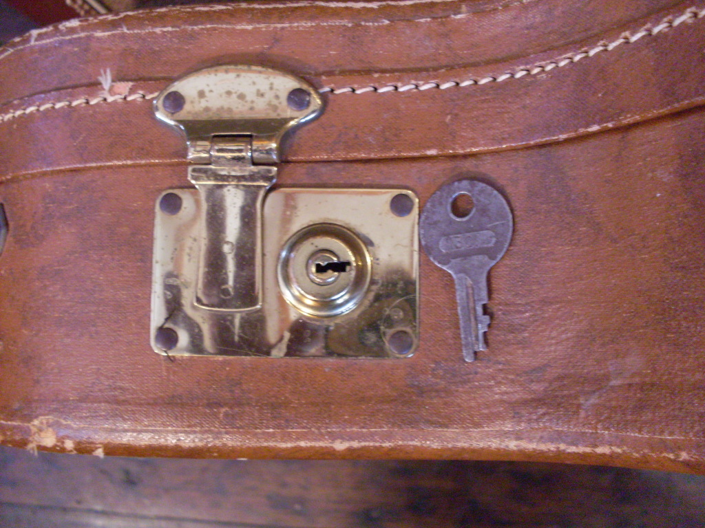 Any early 335 may have a case made by Stone. They have a spring latch-usually broken-with a key that is numbered 301.