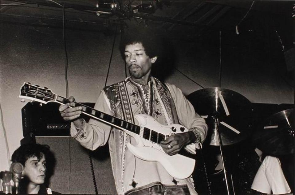 I don't know what gauge strings Jimi used but I'm guessing he had tuning problems with that SG Custom. Maybe that's why he ended up playing mostly Strats.