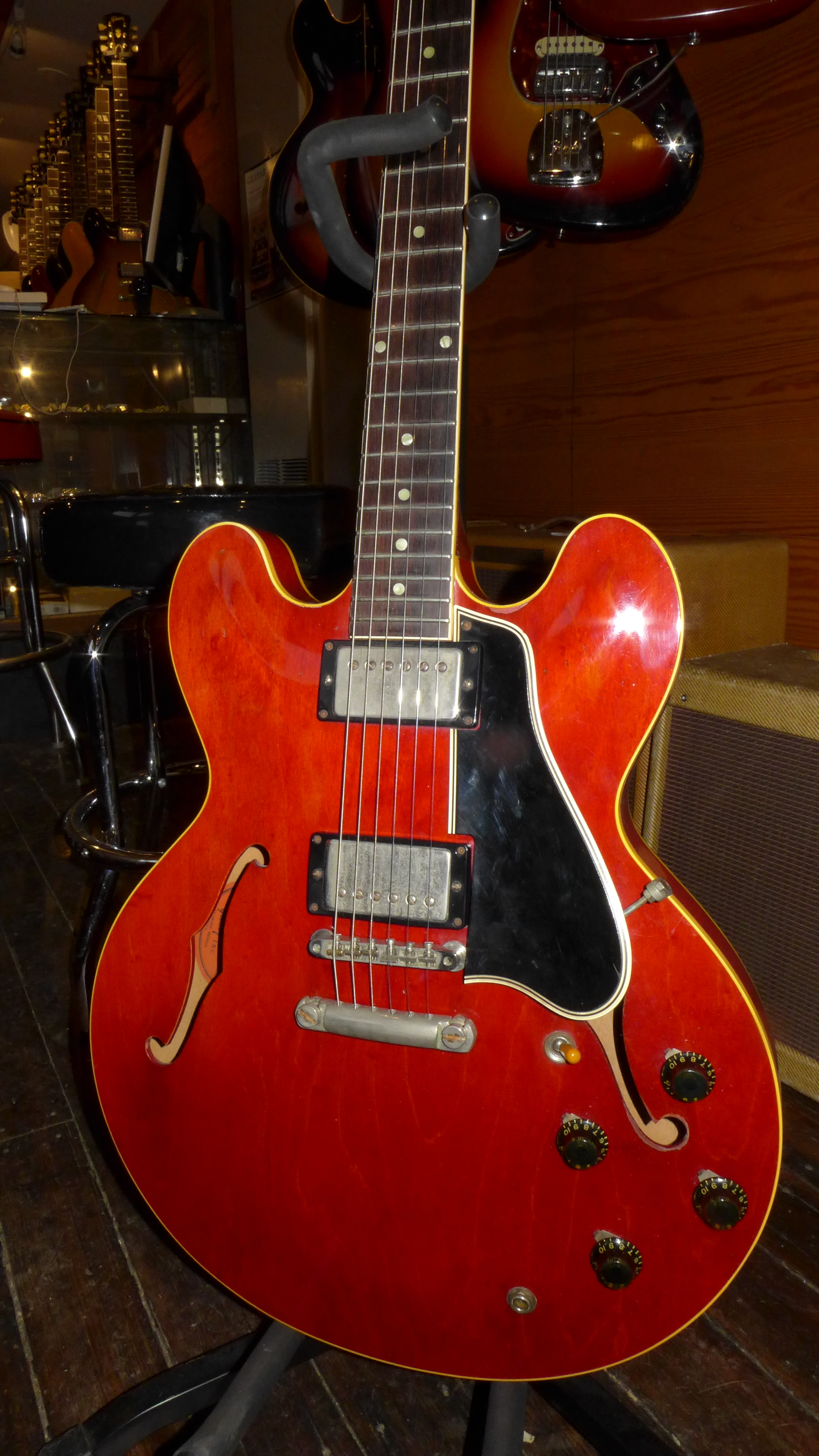 The Gibson ES-335 » Blog Archive » Red Dot Necks and FONs